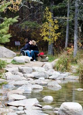Couple kissing at the Headwaters