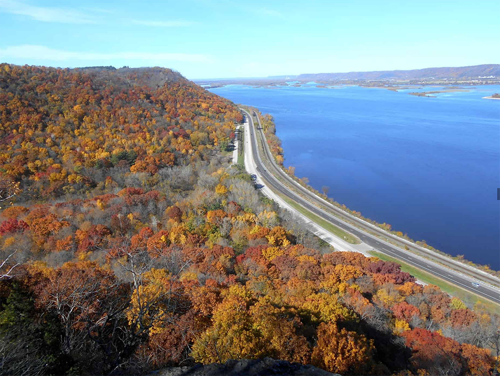 view from atop a cliff looking at highway along Mississippi River